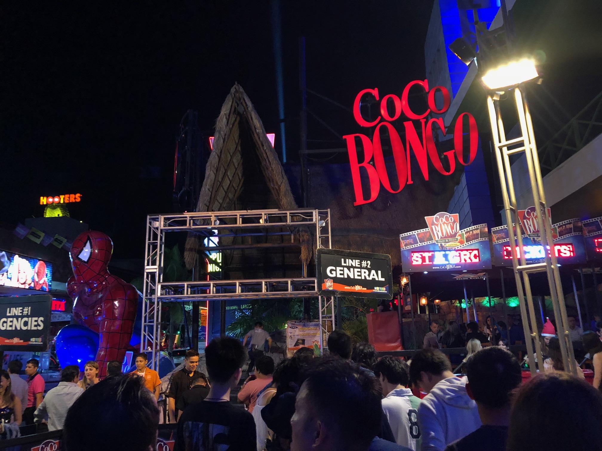 カンクン最大のナイトクラブCoco Bongo!