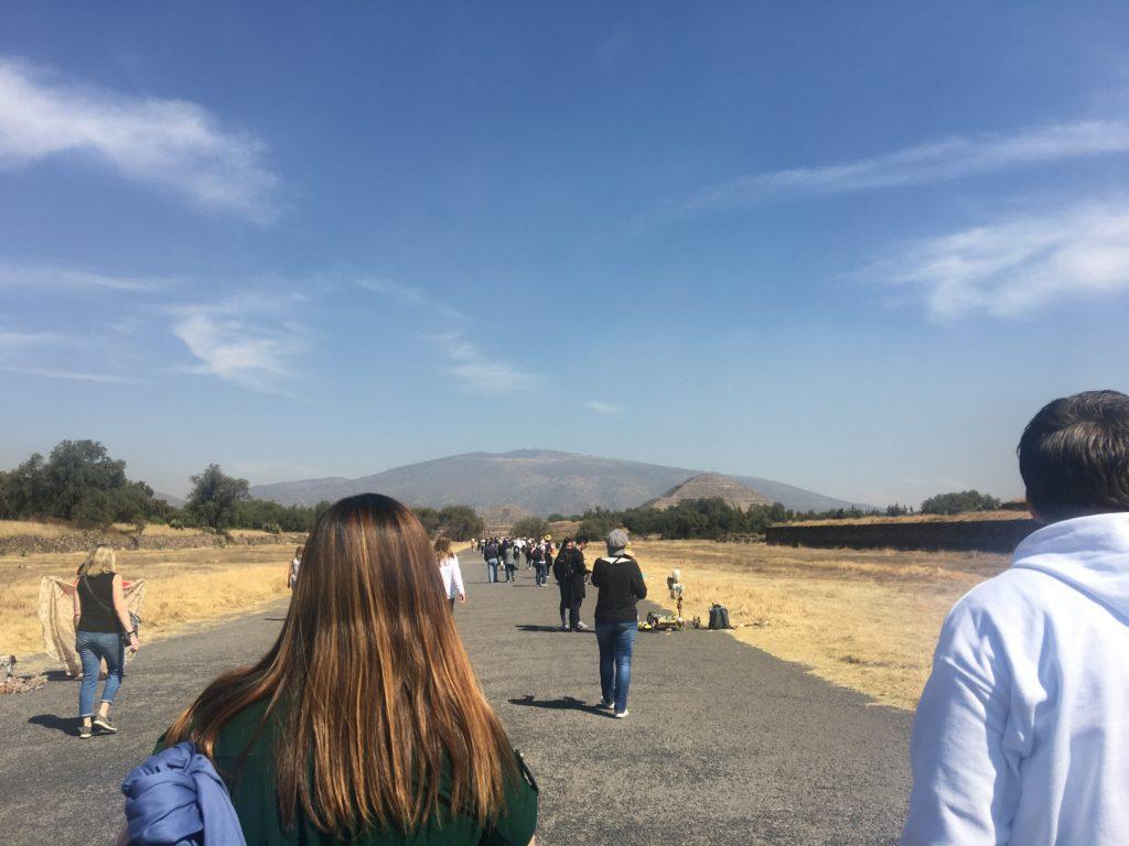 テオティワカン遺跡,死者の道