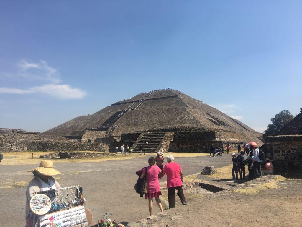 テオティワカン遺跡にある太陽のピラミッド。