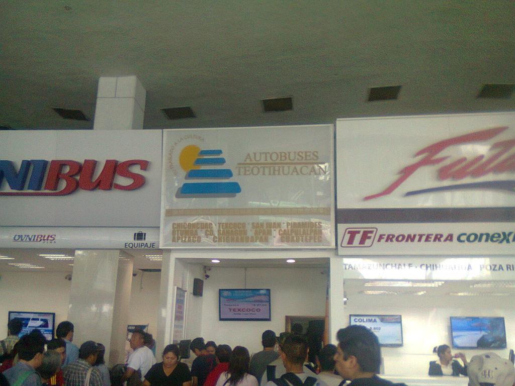 メキシコシティの北バスターミナルからテオティワカン行きのバスが出る。