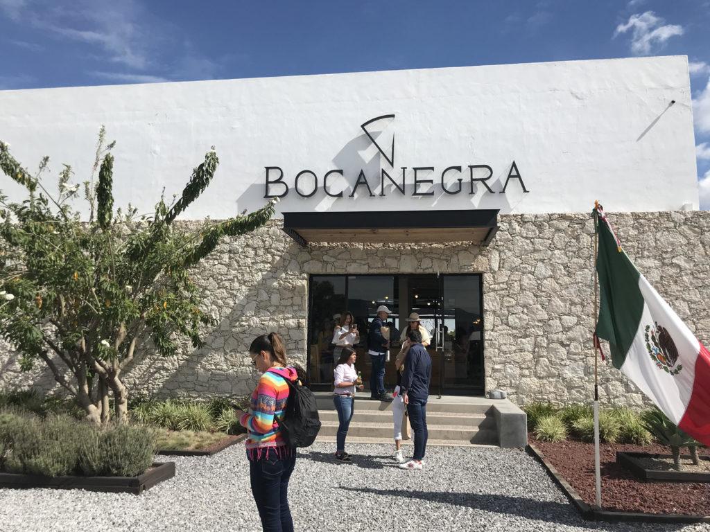 美味しい料理を楽しめるレストランのあるBocanegra