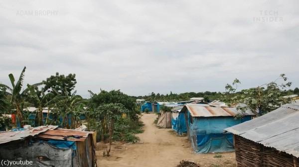 周辺はこうした貧しい農村。