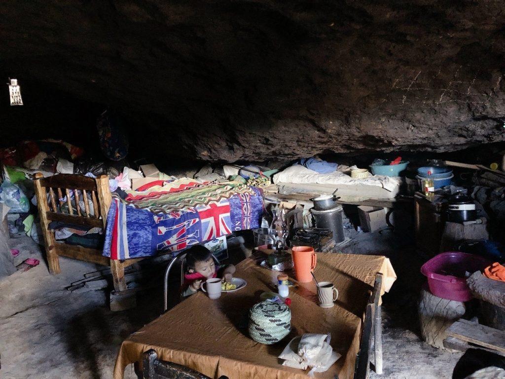 ララムリ タラウマラ族 家 サンダル